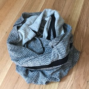 Lululemon- Vinyasa scarf in charcoal